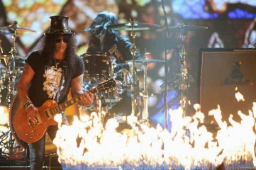 Slash made an incendiary guest appearance with Biffy Clyro at the SSE Hydro in Glasgow