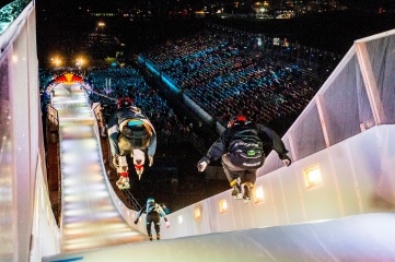 In the Big Air Ramp's narrow ice canal, athletes reach top speeds of more than 50 kph. That is why a completely even track surface is necessary (Photo Credit: Marc Müller / Red Bull Content Pool)