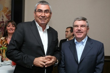 Prof Dr Ugur Erdener (L) and IOC President Dr Thomas Bach (R) at a reception for the World Archery Championships in Belek in 2013