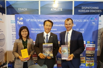 Debra Han and Dr Cho Young Teck of Gwangju 2019 FINA World Championships with Ben Avison of Host City at SportAccord 2018