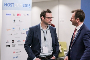 IOC Member Adam Pengilly in friendly conversation with Host City Editorial and Conference Director Ben Avison at Host City 2016 (Photo: Host City 2016)