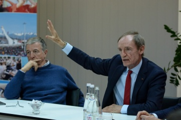 Jean-Claude Killy, flanked by Gilbert Felli, answers questions from RIOU students.