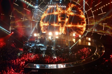 Slash ignited the SSE Hydro to close the spectacular MTV EMA awards in Glasgow in November 2014