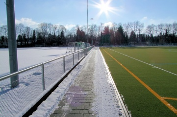 It has been possible to play on the hockey pitch in Grünwald leisure park all year round since autumn 2015 – thanks to a turf heating system supplied from renewable energy sources (Photo credit: Polytan)