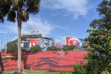 Raymond James Stadium welcomed 24,835 fans to watch the home side Tampa Bay Buccaneers prevail at Super Bowl LV (Photo credit: elisfkc2 https://www.flickr.com/people/187103922@N04/)
