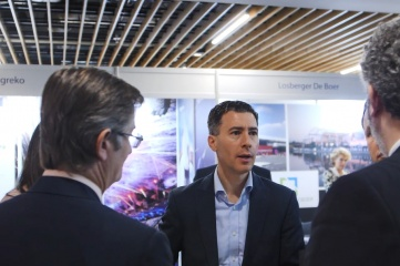 Robert Datnow engaging delegates at Host City 2019 (Photo by David Cheskin. Copyright Host City)