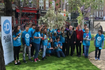 The Lord Mayor and 28 students from all of the 28 EU Countries at Dublin's Mansion House (Photo: Dublin2020)