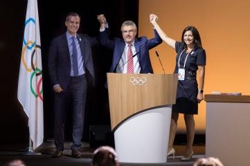 Paris Mayor Anne Hidalgo, IOC President Thomas Bach, Los Angeles Mayor Eric Garcetti at the 130th IOC Session (Photo credit: Greg Martin/IOC)
