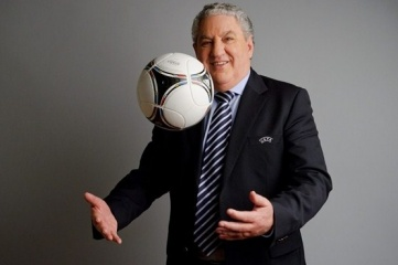 Let's play ball: FIFA vice president Jim Boyce has spoken out in favour of publishing the report (Photo: UEFA)