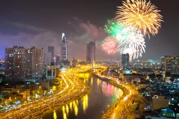 Crowds line the streets to watch fireworks usher in 2014 in Ho Chi Min City, Vietnam